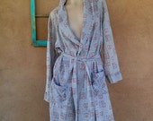 Vintage 1960s Mens Robe Gray Medallion Cotton 60s Bathrobe Mens Small 2015481