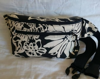Fanny Pack / Bum Bag / Hip Pouch / Belt Bag / Fannypack // Black and Cream Floral Print