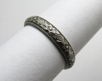 Daisy Flower Ring Milgrain Engraved floral pattern Stackable Sterling Silver Ring sz 5 3/4 Oxidized Black