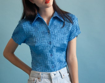 blue collared micropleat top / popcorn button down top / crinkle top / s / 1832t / B18