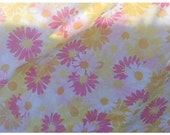 Vintage Pequot Full Size Bedding Set FLat Fitted 2 Pillowcases Pink GoldYellow Daisies on White 107