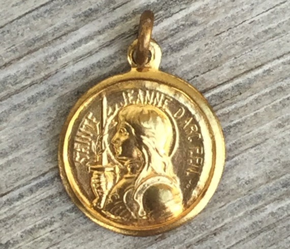 Vintage st Jeanne d'Arc saint Joan of Arc  religious Medal signed made in FRANCE charm brass pendant  french e97