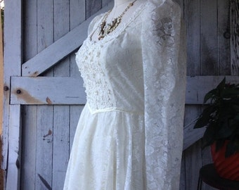 Sale 1970s dress Gunne Sax dress wedding dress size medium 70s dress ivory lace dress bohemian gown Vintage gown prairie wedding