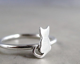 Cat ring, Sterling Silver, tiny kitten, animal jewelry, stacking ring