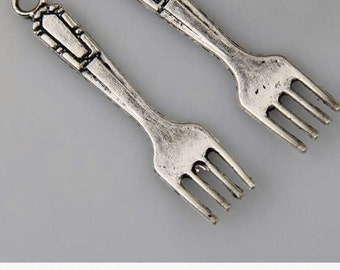silver forks charm  antiqued silver metal    (AAA5)   quantity 5 jewelry supplies findings