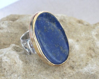 Two Tones Ring, Silver Gold Ring, Lapis Ring, Lapis Silver Gold, Navy Blue Rings, Etsygifts, Energy Ring, Oval Cocktail Ring, Carved Shank