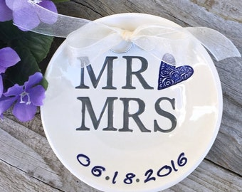Mr and Mrs Ring Bearer Bowl - Personalized Wedding Keepsake Dish for Ring Warming and Wedding Ceremony