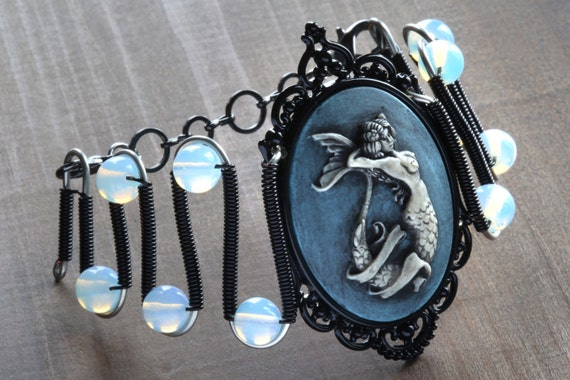 Jewerly - Bracelet - Mermaid cameo with Opalite moonstone