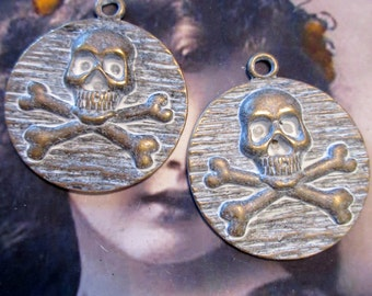 Frosted White Patina on Bronze Patina Large Skull & Cross Bones Pendant 951WHT x1