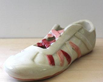 The Sneak. Vintage 1980s ceramic sneaker shoe figurine or planter.