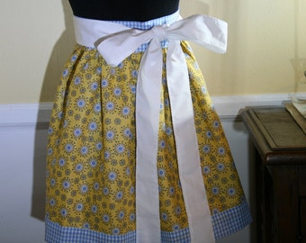 Sunshine and hearts girlie half apron