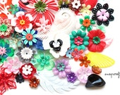 100pc ultimate vintage flower bead collection / mix of vintage plastic flowers and leaves for layering