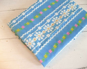 1.8Yards Vintage Lightweight Gauze Fabric with Bright Floral Design on Turquoise Background