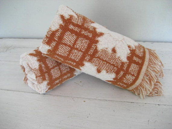 2pc Set Vintage Woodland Style Brown and White Floral Terrycloth Bath Towels