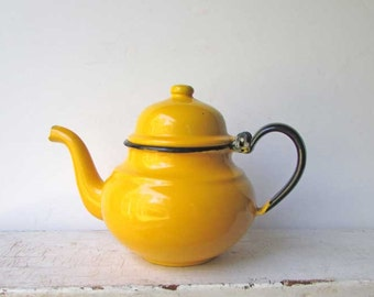Vintage Bright Sunshine Yellow Enamel Ware Teapot in Excellent Condition