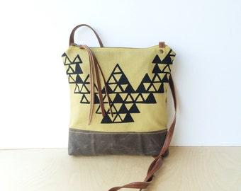 weekdayer - large • crossbody bag - triangle print • brown waxed canvas - black geometric triangle print - screenprint • vukani