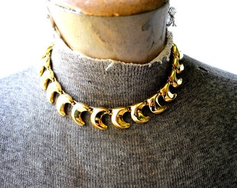 Mod vintage 90s bold gold tone metal, chunky, heavy , collar-choker necklace with a moon shape links. Made by Anne Klein.