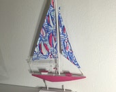 Sailboat, memo board and banner with Red Right Return
