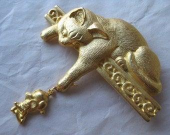 Cat Kitten Mouse Brooch Vintage Pin JJ Gold Dangle