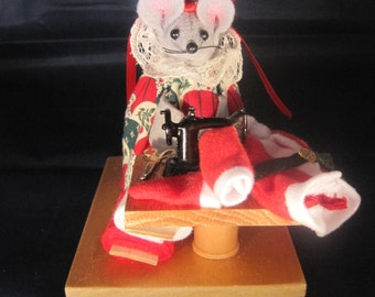 Felt Mouse sewing Santa's Suit