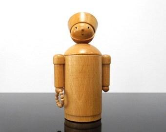 Nun Figurine / Container / Erzgebirge / Germany / Vintage