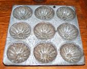 Antique Grey Swirl Granite Ware Bundt Muffin Tin Pan Mold