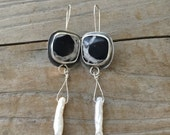 Earrings of Pearl and Fossil black and white