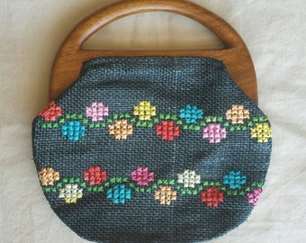 Black Floral Raffia Handbag // Mod 1960s