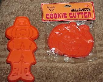 2--Vintage--HALLMARK--Cookie Cutters--Halloween & Thanksgiving--Pumpkin And Pilgrim