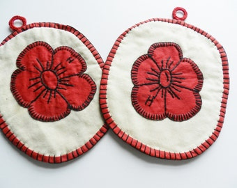 Red Handmade Potholders, Red Flower Trivets, Red Cotton Potholders, Farmhouse Kitchen, Retro Kitchen