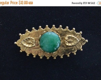 On sale Pretty Vintage Green, Gold tone Brooch