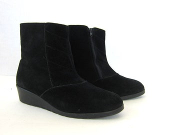 Black Leather ankle Boots 80s SHERPA Lined Zip Up Snow boots black suede Leather wedge Boots women's size 7 - 7.5