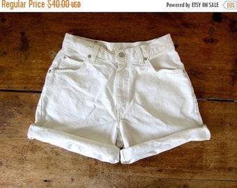 LEVIS 80s Jean Shorts White 1980s High Waist Denim Shorts Roll Up Levis Denim Boho Hipster Preppy White Orange Tab Vintage Womens Medium