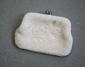 SALE vintage beaded coin purse / 1950s 1960s cream beaded purse / 50s 60s made in japan beaded coin purse