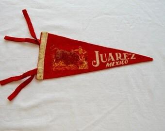 Vintage JUAREZ MEXICO Bullfighter felt pennant smaller size souvenir
