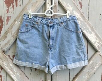 Vintage high waisted Levi's denim jean shorts 13