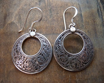 Filigree circle drop earrings with circle cut out