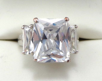Engagement Ring Cubic Zirconia Vintage CZ Signed Cocktail Size 6.25 Rhinestone