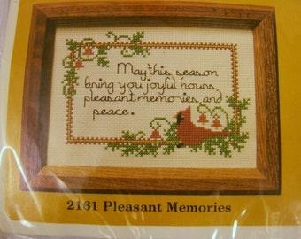 Creative Circle Needlepoint Kit, Christmas Needlepoint Kit, New Kit, Pleasant Memories