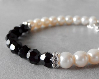 Black and White Bracelet Pearl and Crystal Bridesmaid Bracelet Wedding Jewelry Mother of the Bride Pearl Bracelet Black Crystal Jewelry