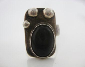 Size 6 1/4 Vintage Oval Sterling Silver Art Moderne Onyx Ring