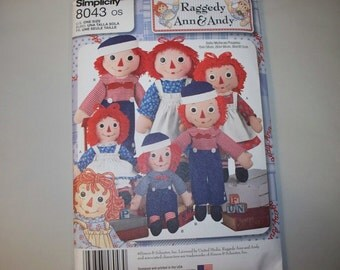 New Simplicity Stuffed Raggedy Ann and Andy Doll Pattern 8043  (Free US Shipping)