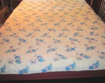 Vintage 1950s/60s Sweet Lightweight Quilted Blue Floral Comforter Bedspread
