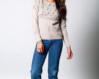 35% OFF SUMMER SALE The Vintage Beige Wool Flower Sweater
