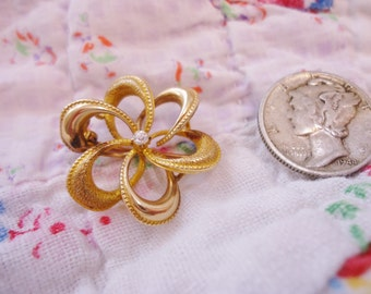 Ornate Antique Victorian 10K Gold Victorian Love Knot Pin with Small Diamond