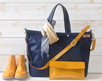 Waxed canvas tote , Carry all, Diaper bag / Messenger bag / Work bag / Leather straps / Travel bag /Zipper and 5 Pockets