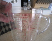 Pyrex 1 Quart Measuring Cup Red