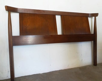 Tableau WALNUT HEADBOARD By Kent Coffey