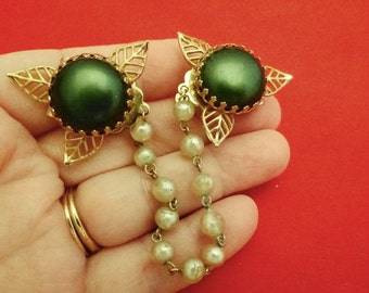 """20% off sale Vintage 1950s gold tone sweater guard, 6.5"""" with dark green thermoset accents"""