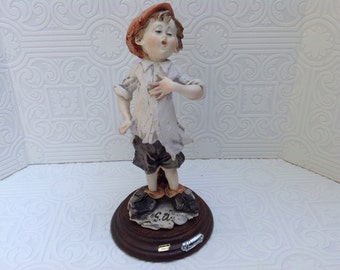 """Guiseppe Armani """"Guliver's Travels Guliver Singing"""" Collectible Figurine"""